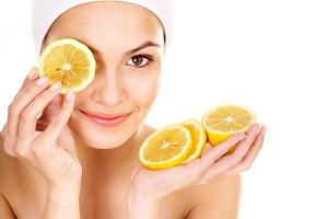 Witamina C – źródło gładkiej i pięknej skóry w każdym wieku