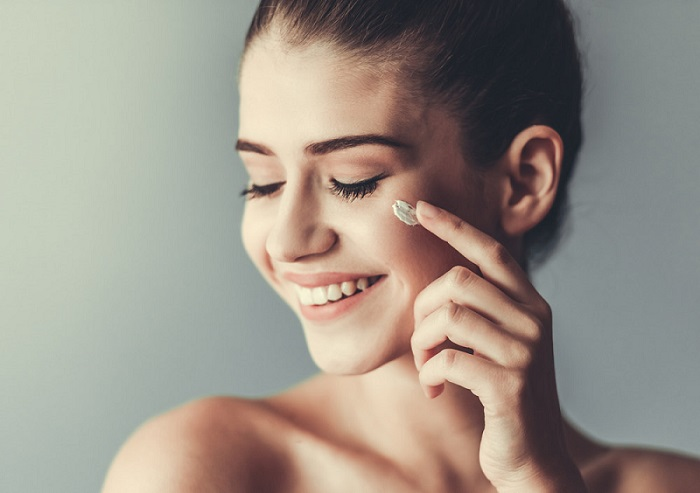 Czy kwas hialuronowy w kosmetykach naprawdę działa?